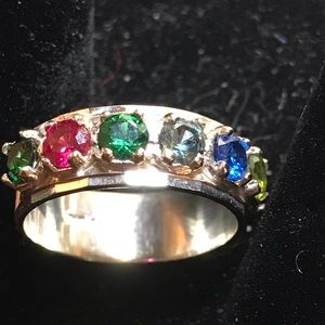 Jewelry - Mothers ring. 7 stones, vintage.